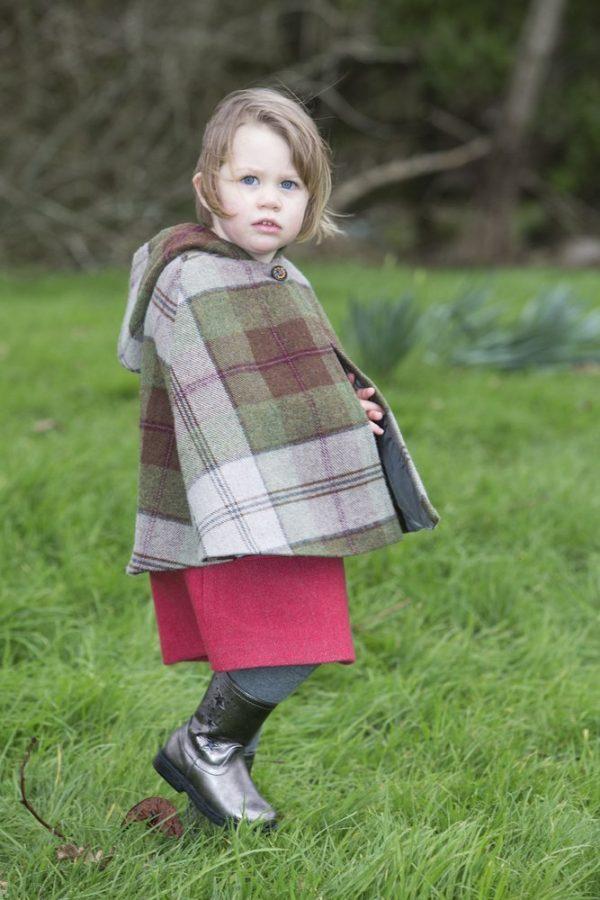 1DX 0756 Girls Irish Tweed Autumn Plaid Cape
