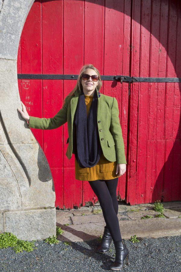 UL3A0269 scaled Ladies Irish Tweed Blazer in Green Herringbone