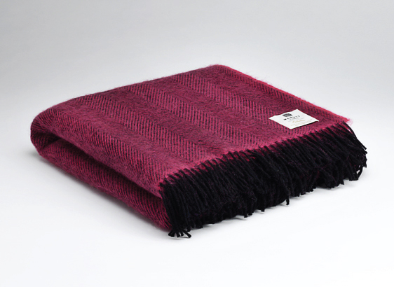 Tweed in the valley pure wool throw chunky raspberry Pure Wool Throw Chunky Raspberry